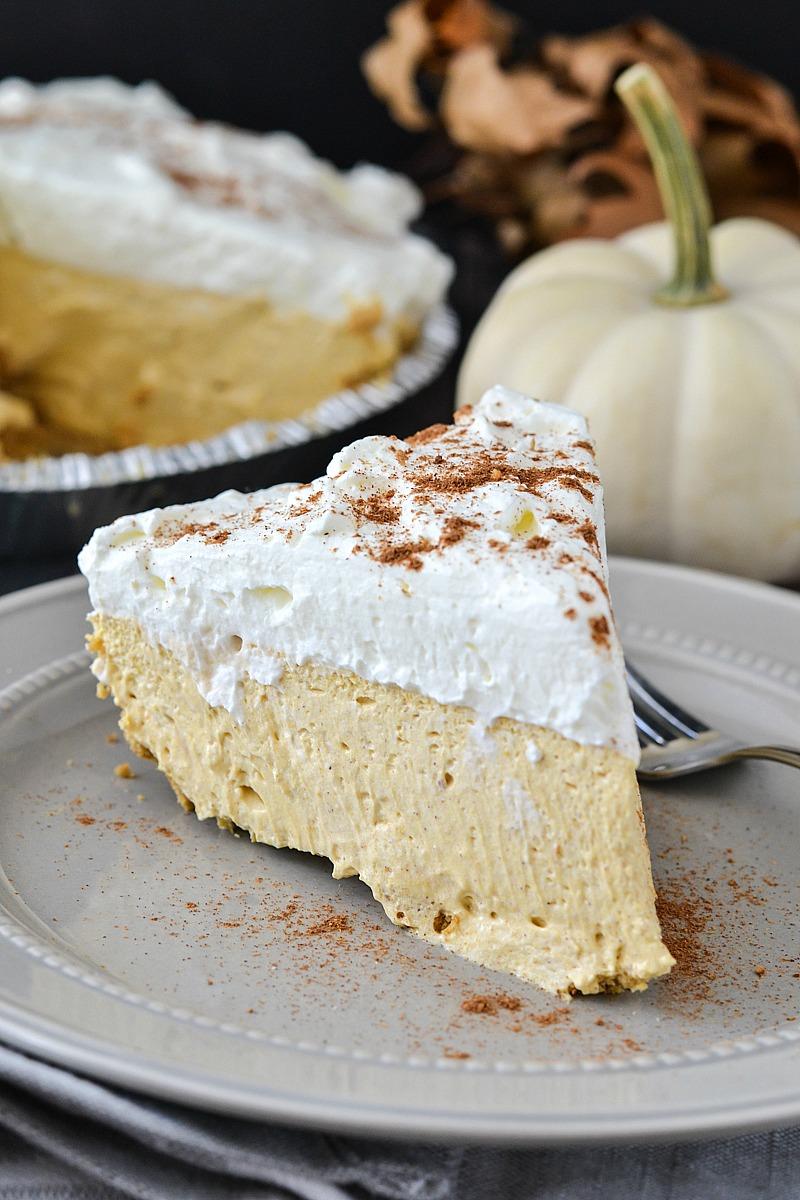 No-Bake Pumpkin Cheesecake - www.motherthyme.com